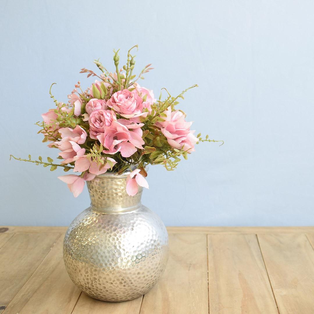 Arranjo de Flor Artificial Ramalhete de Rosas no Vaso de Cerâmica Prata | Linha Permanente Formosinha
