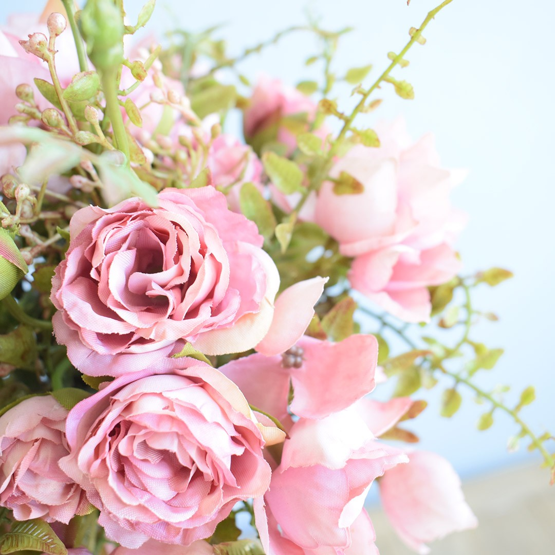 Arranjo de Flor Artificial Ramalhete de Rosas no Vaso de Cerâmica Prateado | Linha Permanente Formosinha