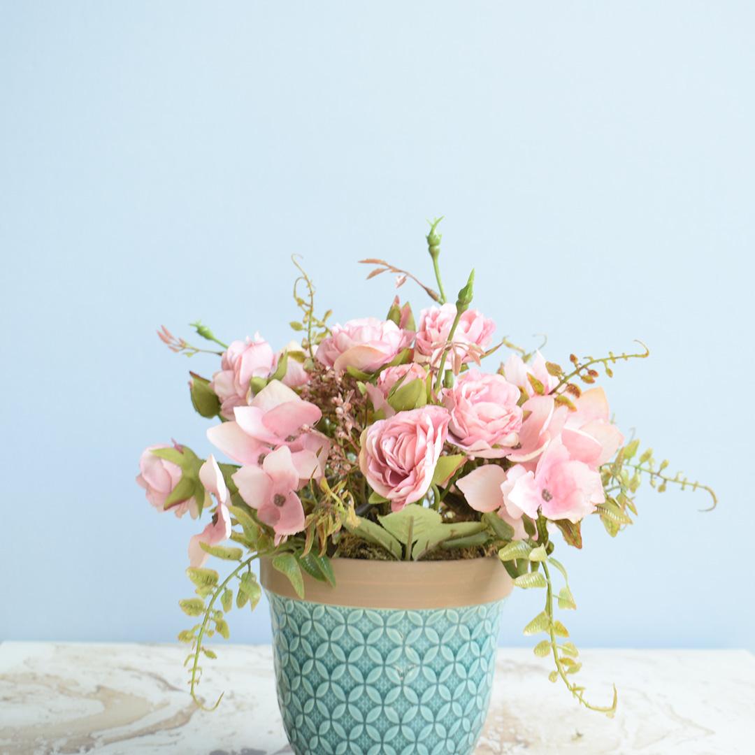 Arranjo de Flor Artificial Rosas e Hortênsias no Vaso Azul | Formosinha