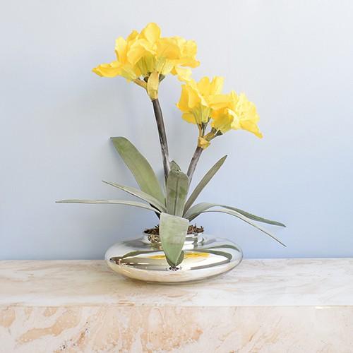 Arranjo de Flores Artificiais Amarílis Amarelo no Vaso Prateado | Linha Permanente Formosinha