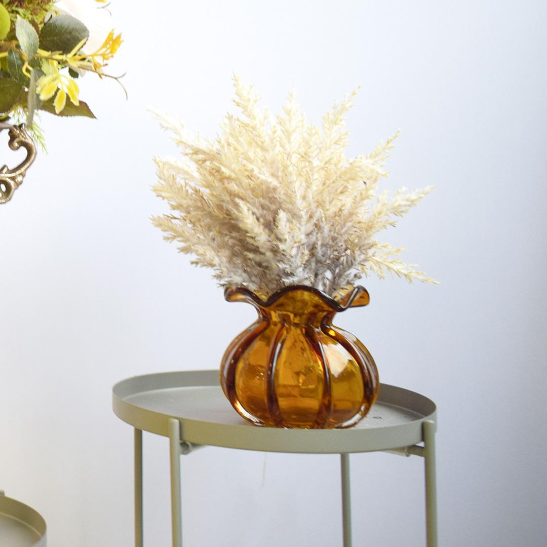 Arranjo de Flores Artificiais Envelhecidas Brancas no Vaso Trouxinha Âmbar | Formosinha
