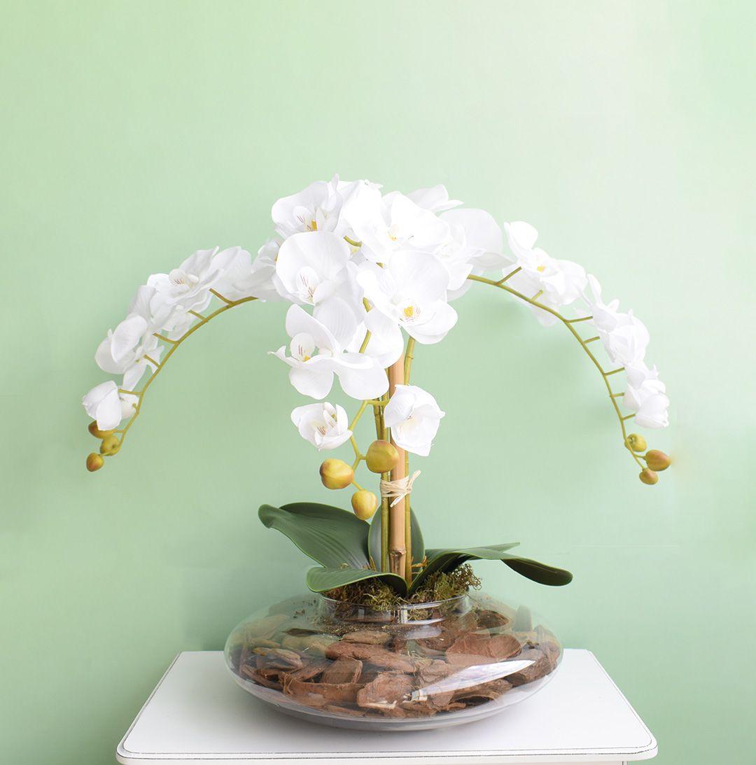 Arranjo de Flores Artificiais de Orquídeas Brancas no Vaso Terrário Transparente