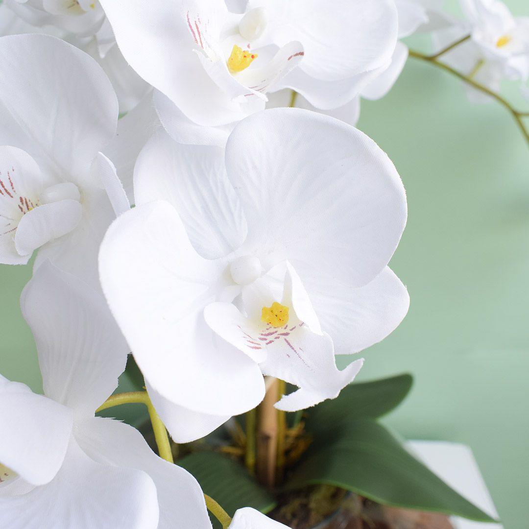 Arranjo com Três Orquídeas Artificiais Brancas no Vaso de Vidro | Linha Permanente Formosinha