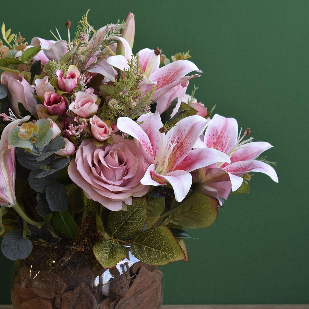 Arranjo de Flores Artificiais Rosas e Lírios Cor Rosa Claro Redondo