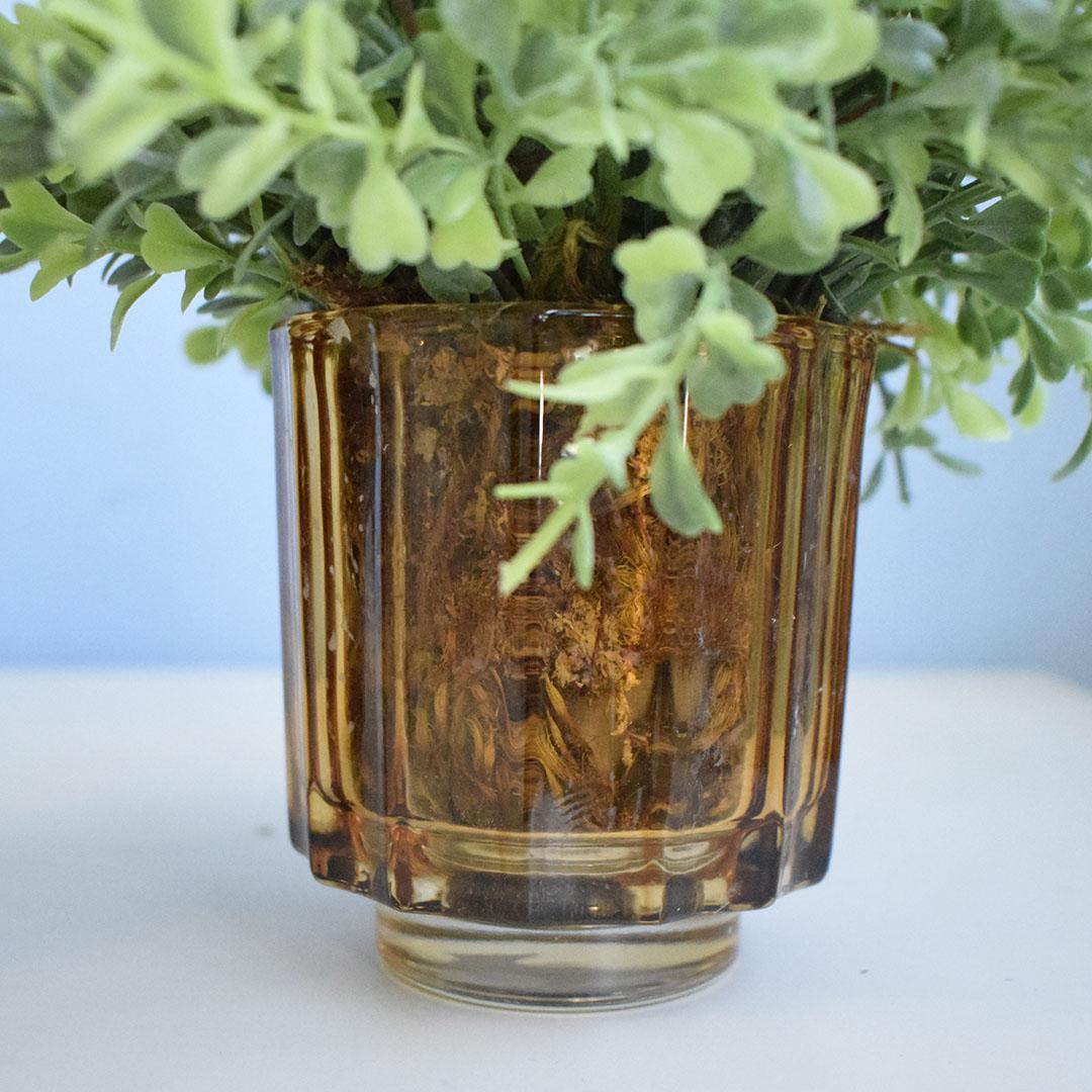 Arranjo de Folhagem Artificial no Vaso de Vidro Âmbar - Kit com Dois Arranjos | Formosinha
