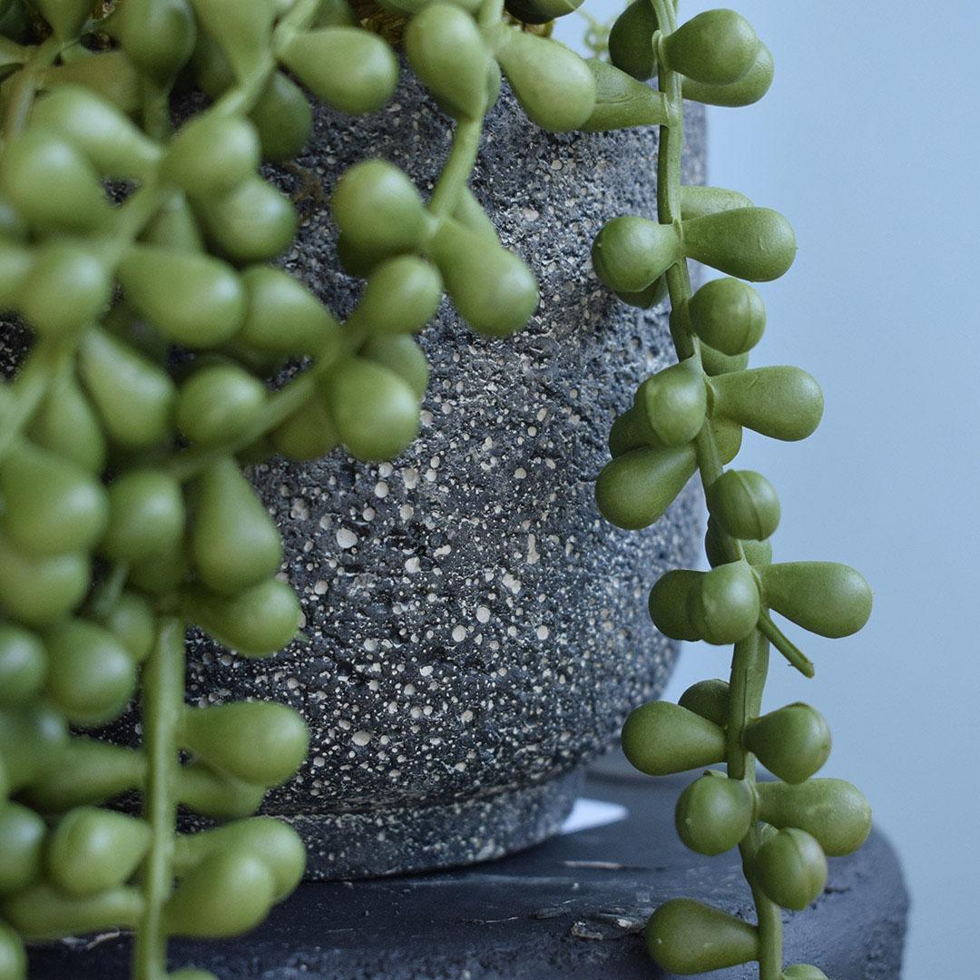 Arranjo de Folhagem Pendente Rosário Grande Artificial no Vaso Cimento   Formosinha
