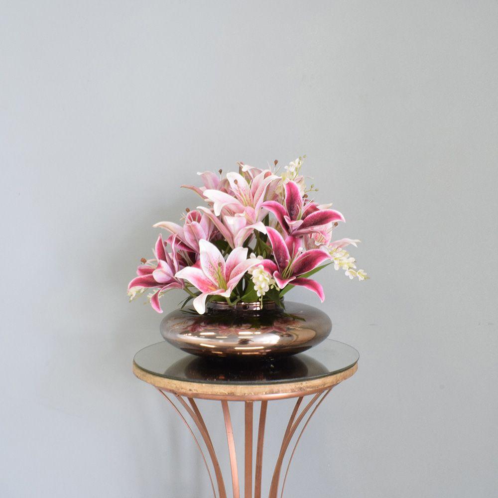 Arranjo de Lírios e Flor do Campo Artificial no Vaso Bronze Linha permanente Formosinha