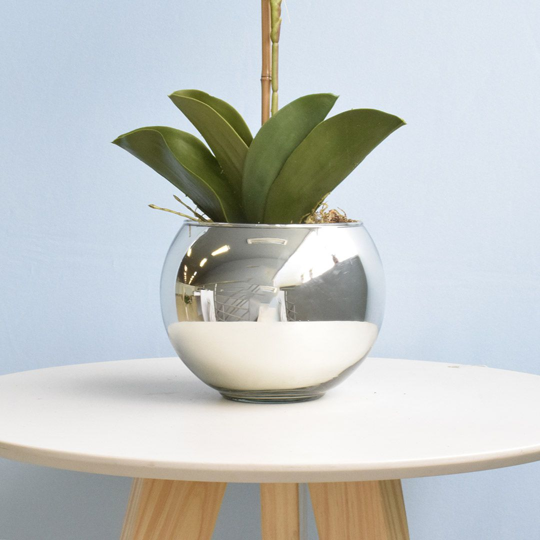 Arranjo de Orquídea Artificial Branca no Vaso Prateado Médio   Linha Permanente Formosinha