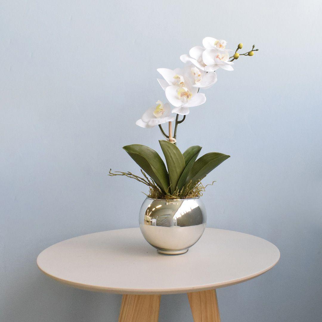 Arranjo de Orquídea de Silicone Branca no Vaso Prateado Pequeno | Linha Permanente Formosinha