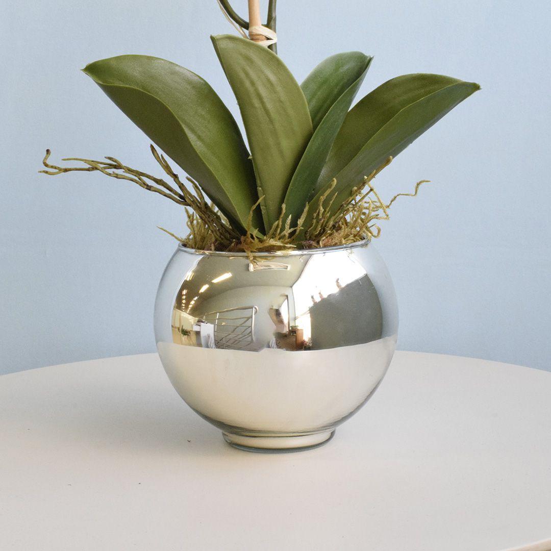 Arranjo de Orquídea de Silicone Branca no Vaso Prateado Pequeno   Linha Permanente Formosinha