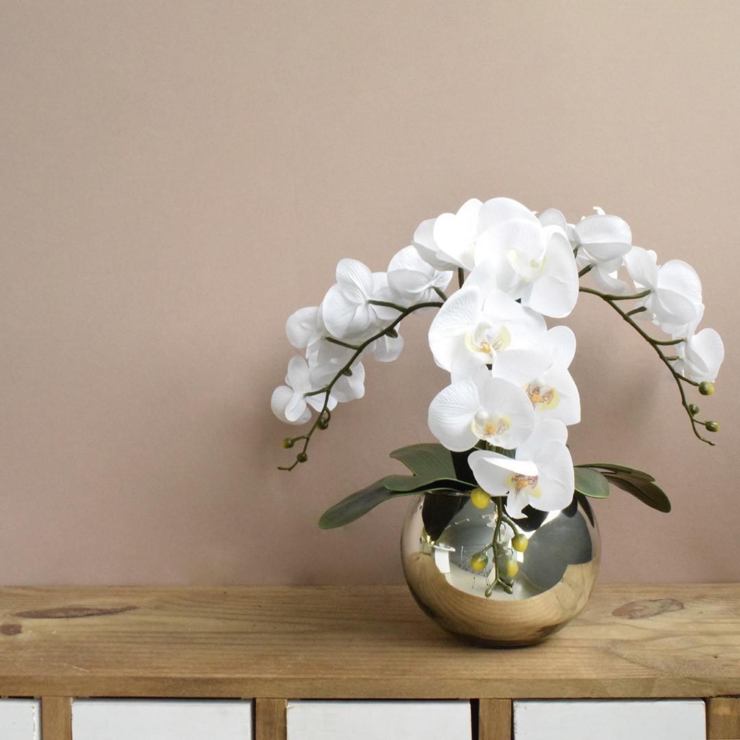 Arranjo de Orquídeas Artificiais de Silicone Brancas no Vaso Prateado