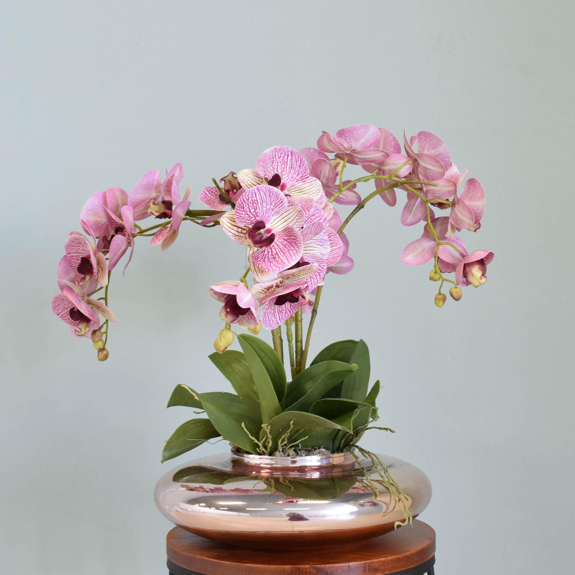 Arranjo de Orquídeas Rosas no Vaso Rose Gold