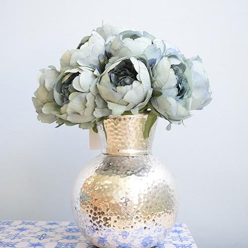 Arranjo de Peônias Artificial Azul no Vaso Prateado de Cerâmica |Linha permanente Formosinha