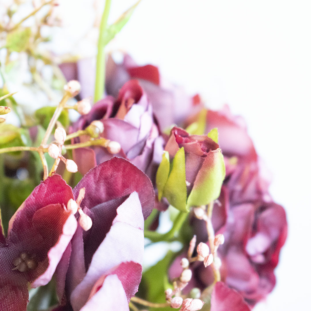 Arranjo de Rosas Marsala Artificiais no Vaso Trouxinha Âmbar | Linha Permanente Formosinha