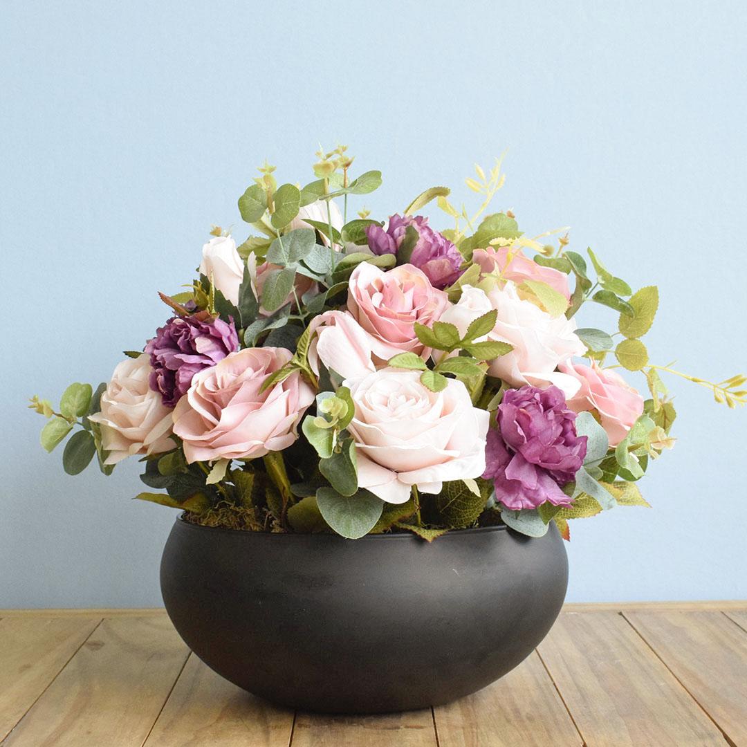 Arranjo de Rosas Rosa e Peônias no Vaso de Vidro Preto Fosco |Linha Permanente Formosinha