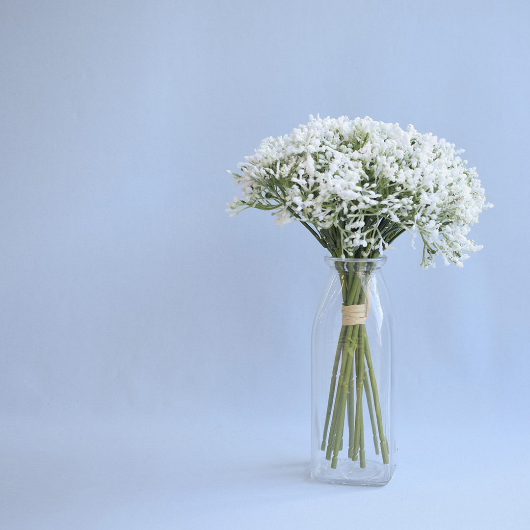 Arranjo Flor Artificial de Mosquitinho no Vaso de Vidro Delicado | Formosinha