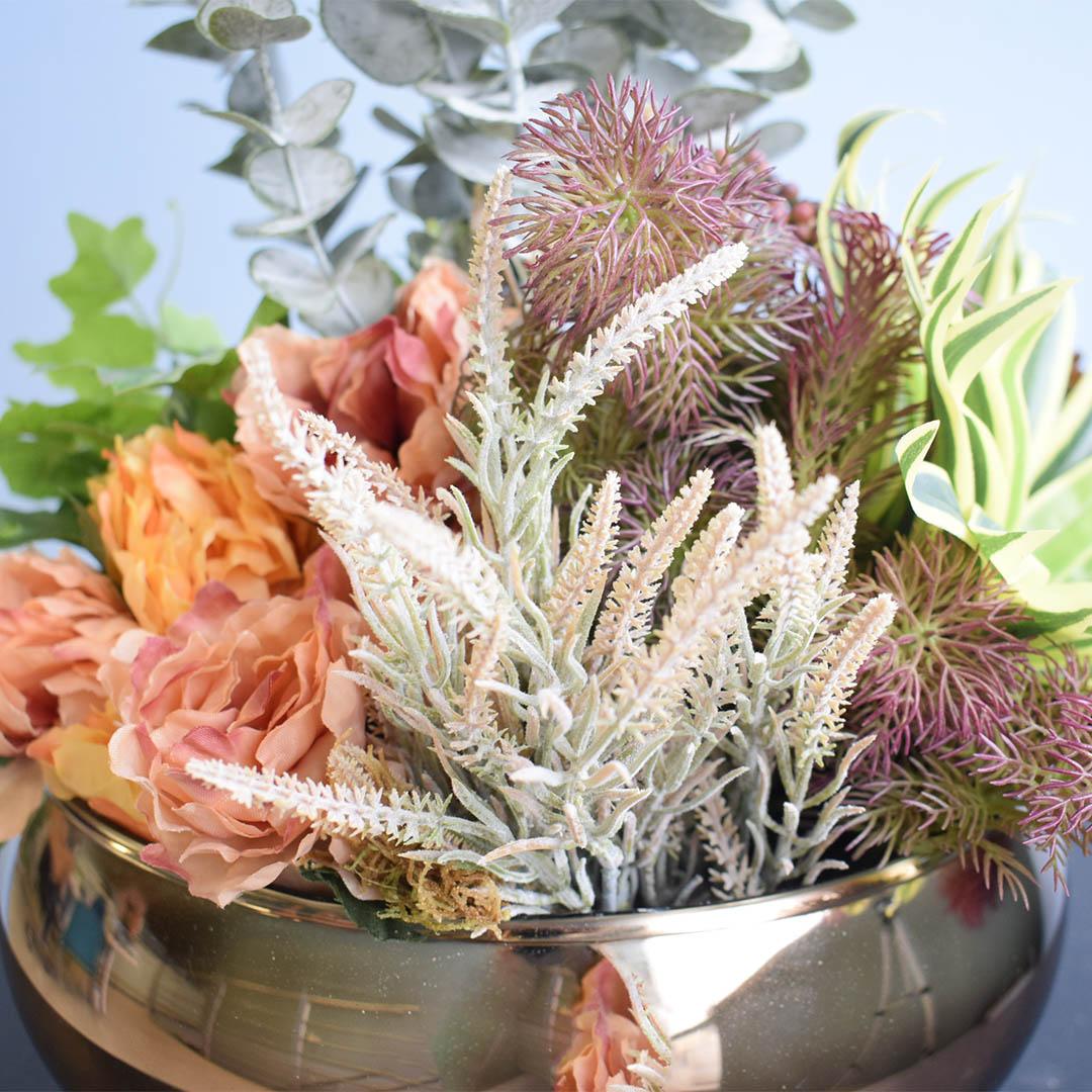 Arranjo Moderno Artificial de Flores e Folhagens no Vaso Bronze para Mesa de Jantar