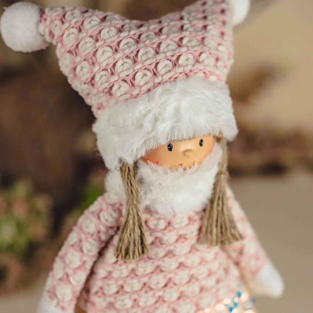 Boneca Jolie de Gorro Rosa com 50cm   Natal Encantado