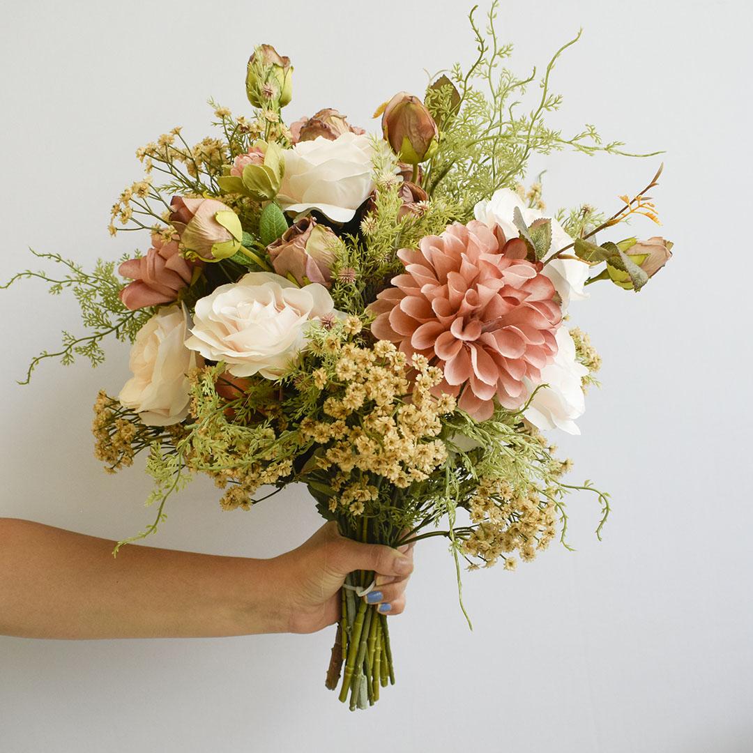 Buquê de Flores Artificiais Rosas e Flores do Campo