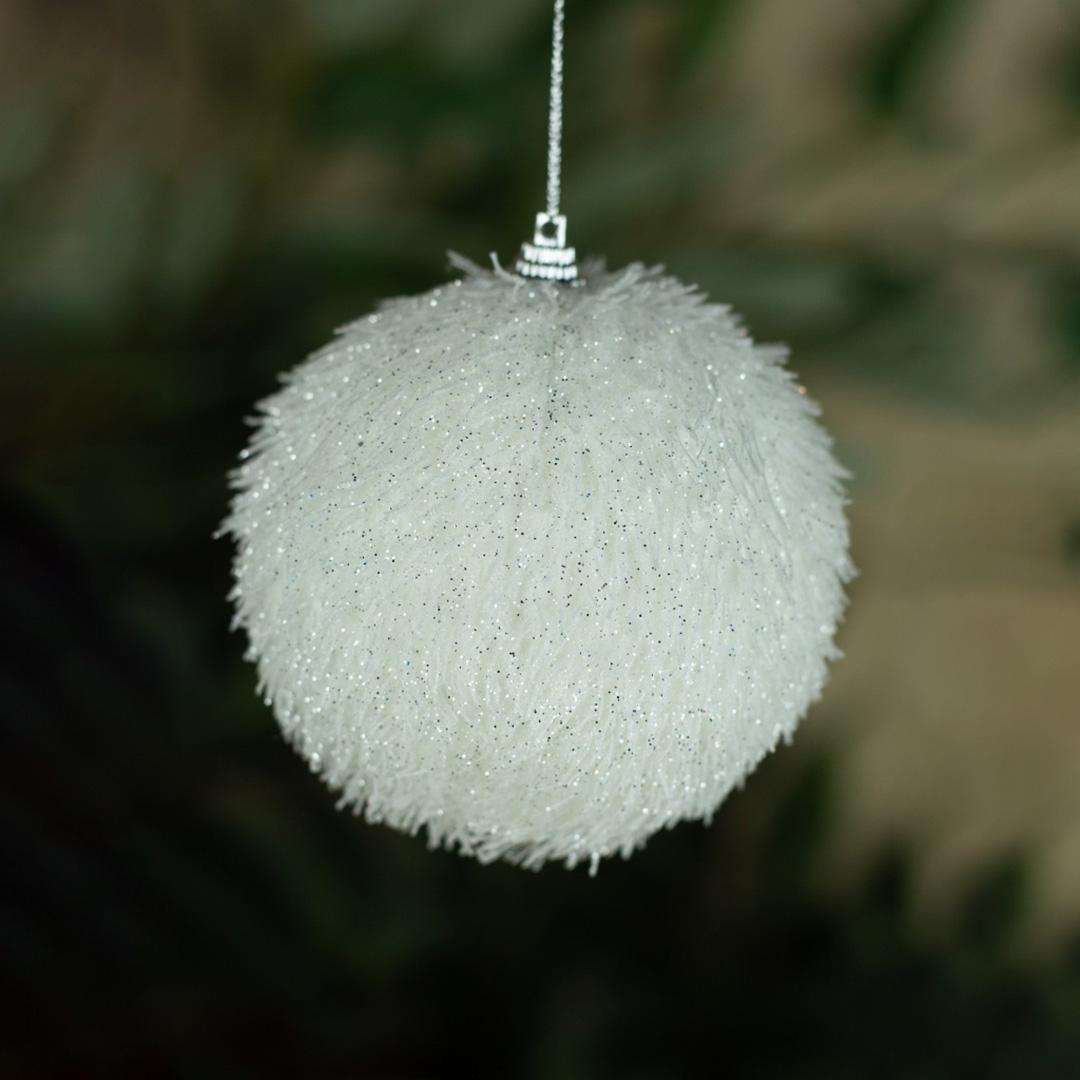 Caixa com 3 Bolas Natalinas Branca Pelúcia 10cm | Natal Formosinha