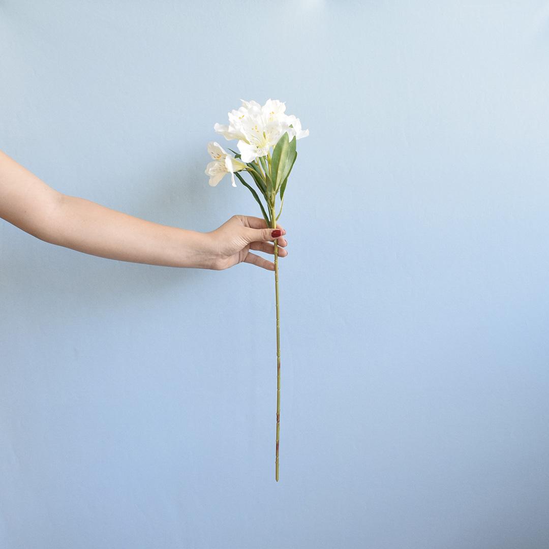 Flor Artificial Haste de Astromélia Branca | Linha Permanente Formosinha
