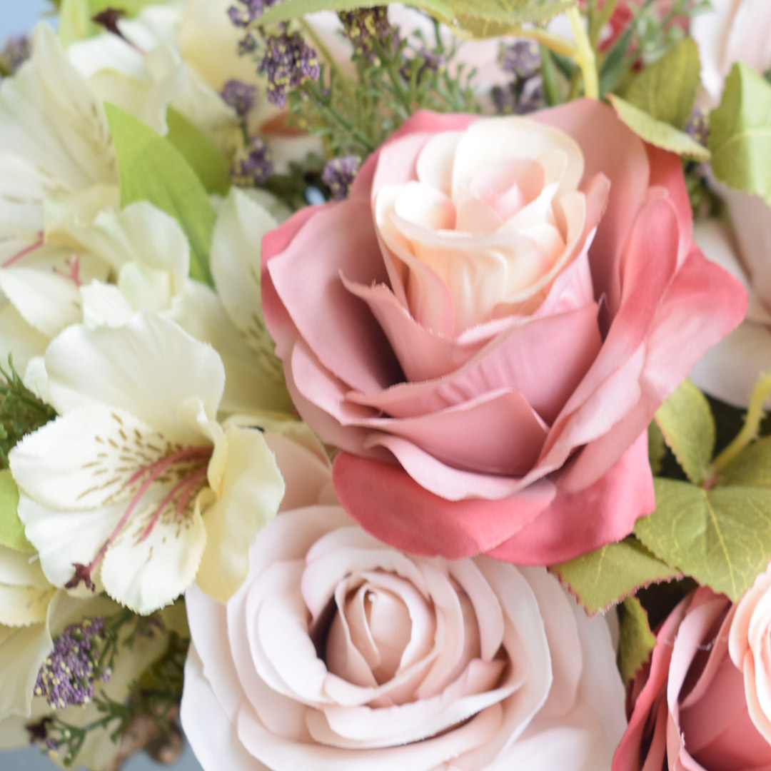 Flores artificiais Arranjo de Flores Rosas e Astromélias no Taça Rose Gold|Formosinha