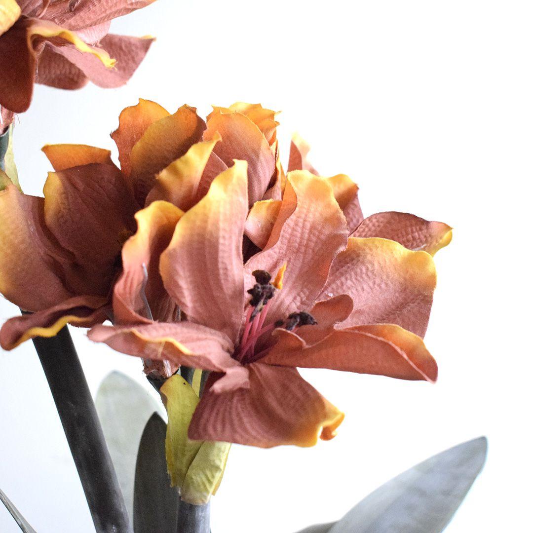 Arranjos de Flores Artificiais Amarílis Marrom no Vaso Vidro Bronze   Linha Permanente Formosinha