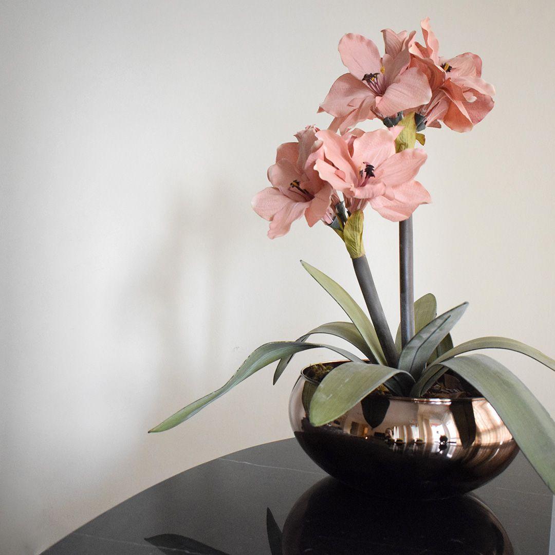 Flores Artificiais Arranjos de Flores Amarílis Rosa no Vaso Vidro Bronze | Linha Permanente Formosinha