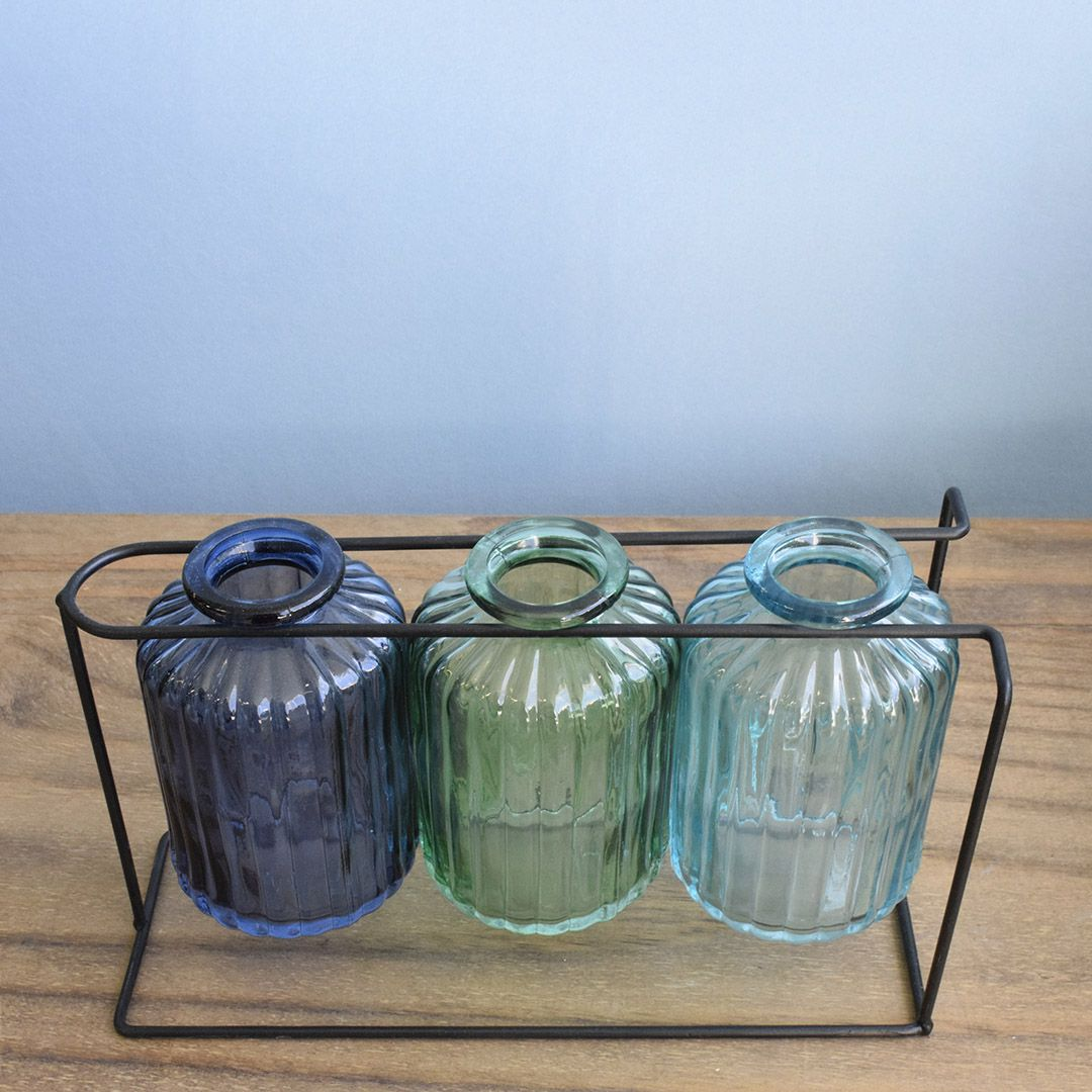 Vasos de Vidro Garrafinhas Azul no Suporte de Metal Preto | Linha Decorações Formosinha