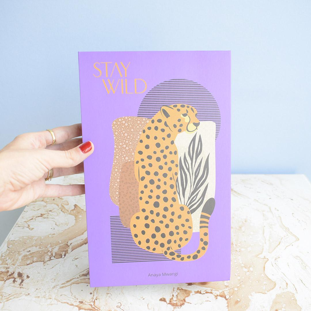 Livro Decorativo Roxo Stay WIld