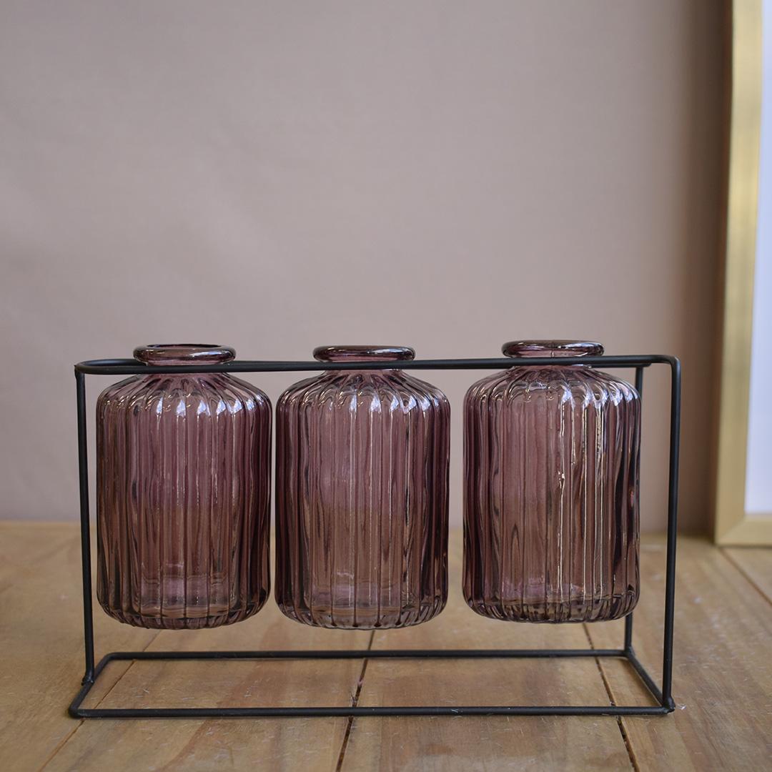 Vasos de Vidro Garrafinhas Lilás no Suporte de Metal Preto | Linha Decorações Formosinha