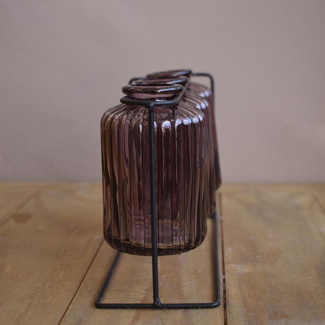 Vasos de Vidro Garrafinhas Lilás no Suporte de Metal Preto   Formosinha