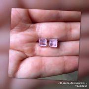 Brinco quadrado pequeno rosa fusion