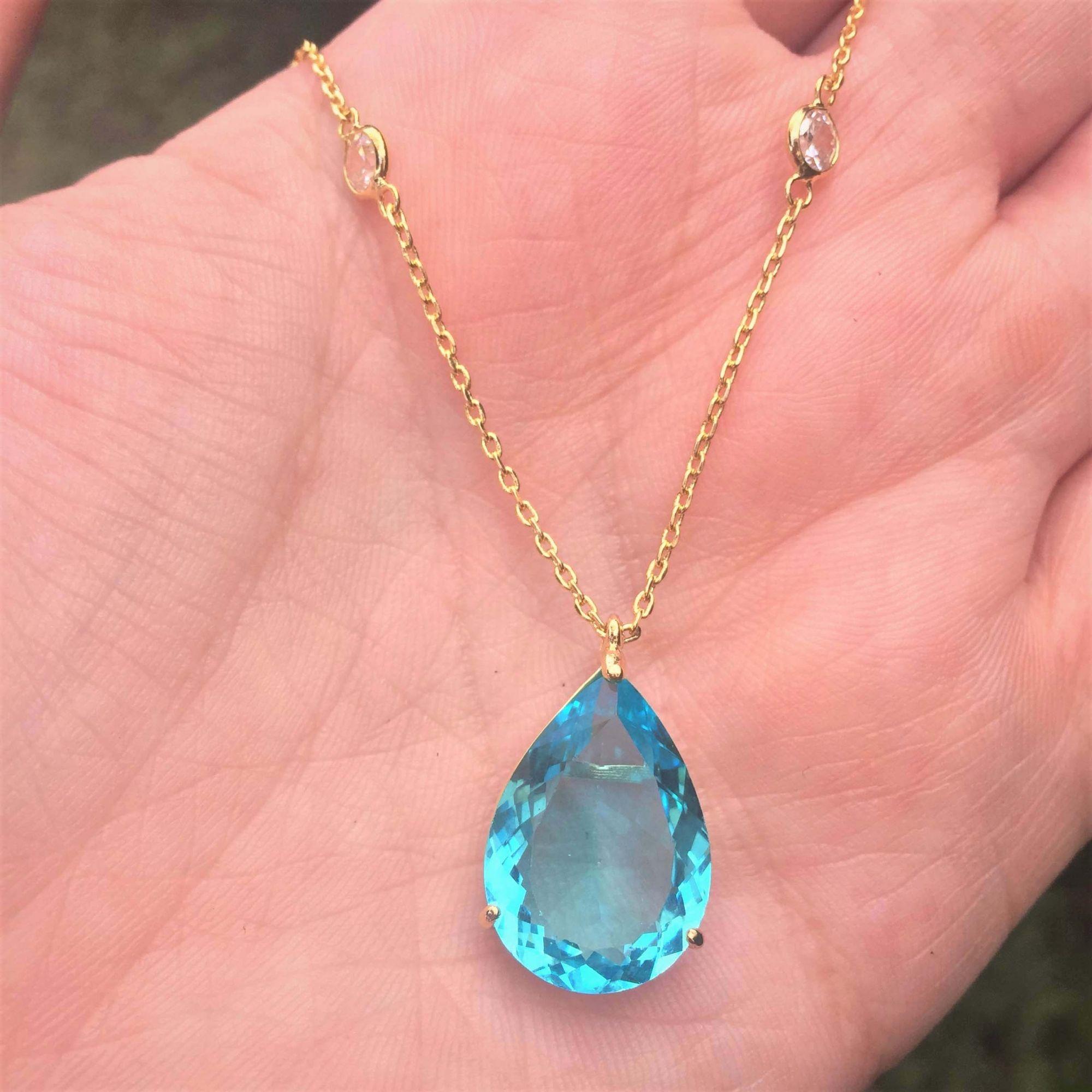 Colar gota banhado a ouro com pedra cristal azul claro