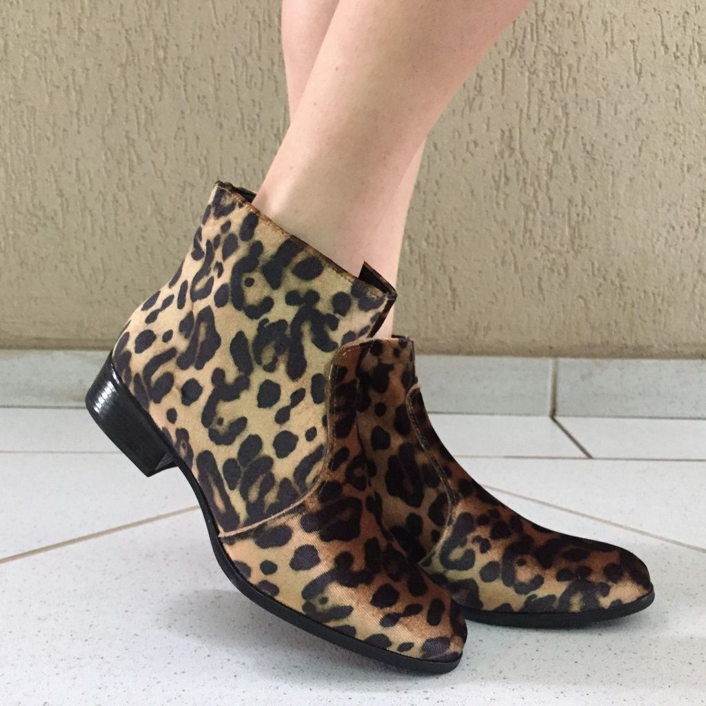 Bota Cano Curto de Veludo de Leopardo Suzana Santos