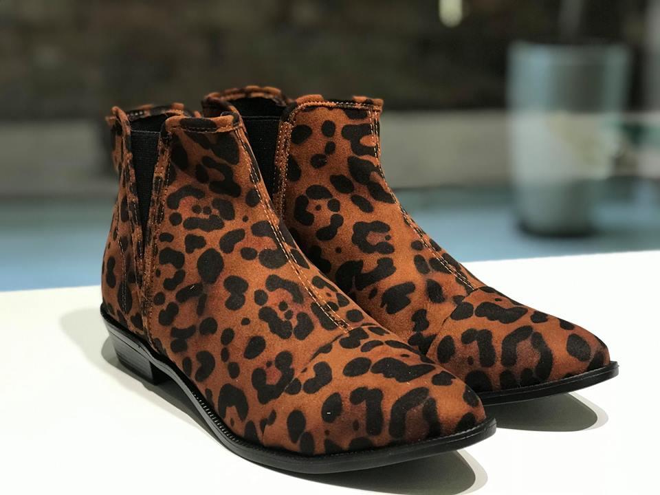 Bota com Estampa de Leopardo Sua Cia