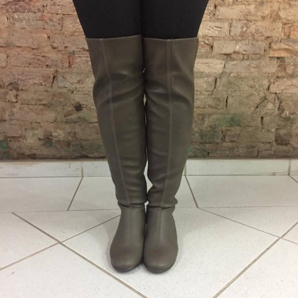 Bota Over The Knee de Couro Cimento Lia Line