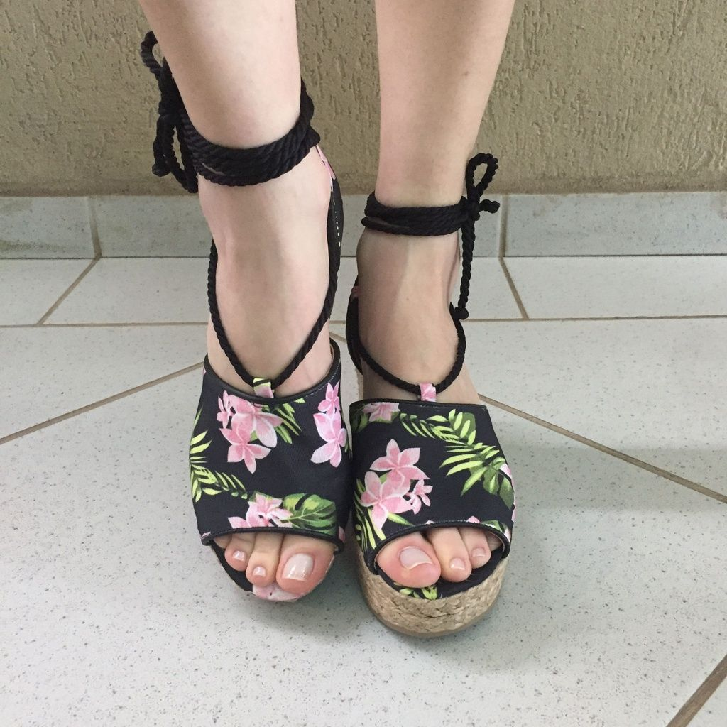 Espadrille Preta com Estampa Floral Lia Line