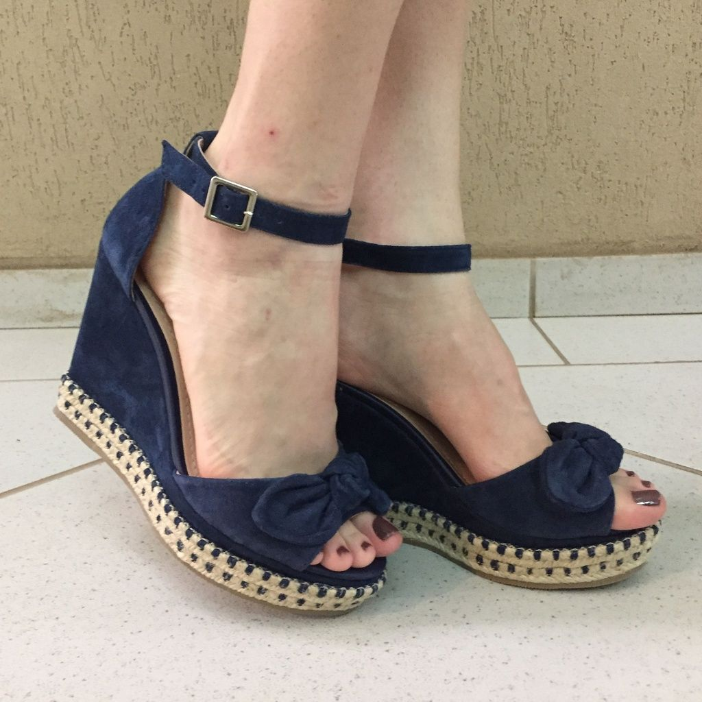Sandália Anabela de Suede Azul Marinho com Laço Lia Line