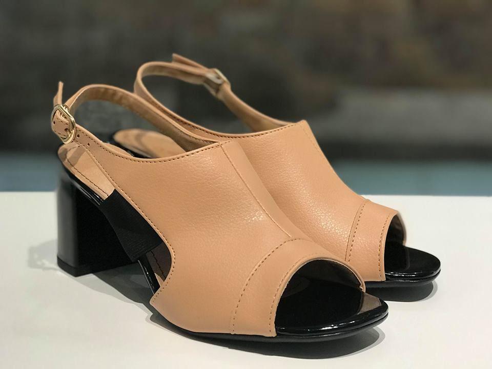 Sandália Boot de Napa Bege com Detalhe de Fivela Suzana Santos