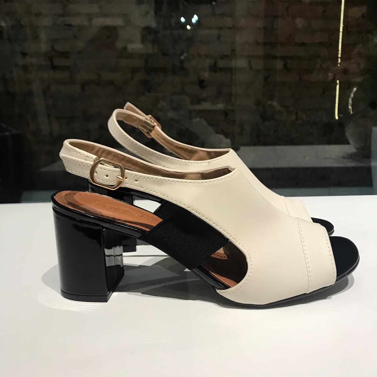 Sandália Boot de Napa Off White com Detalhe de Fivela Suzana Santos