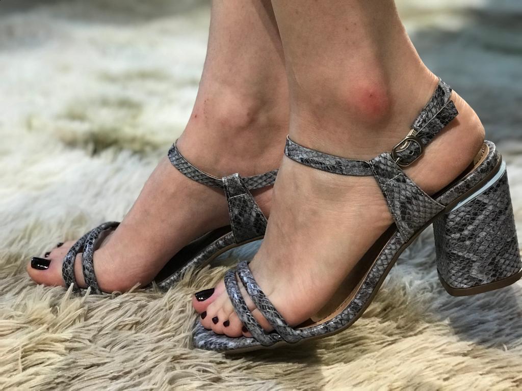 Sandália com Estampa Snake Suzana Santos