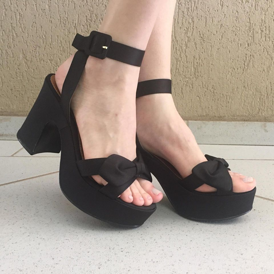 Sandália de Cetim Preto com Detalhe de Laço Zatz