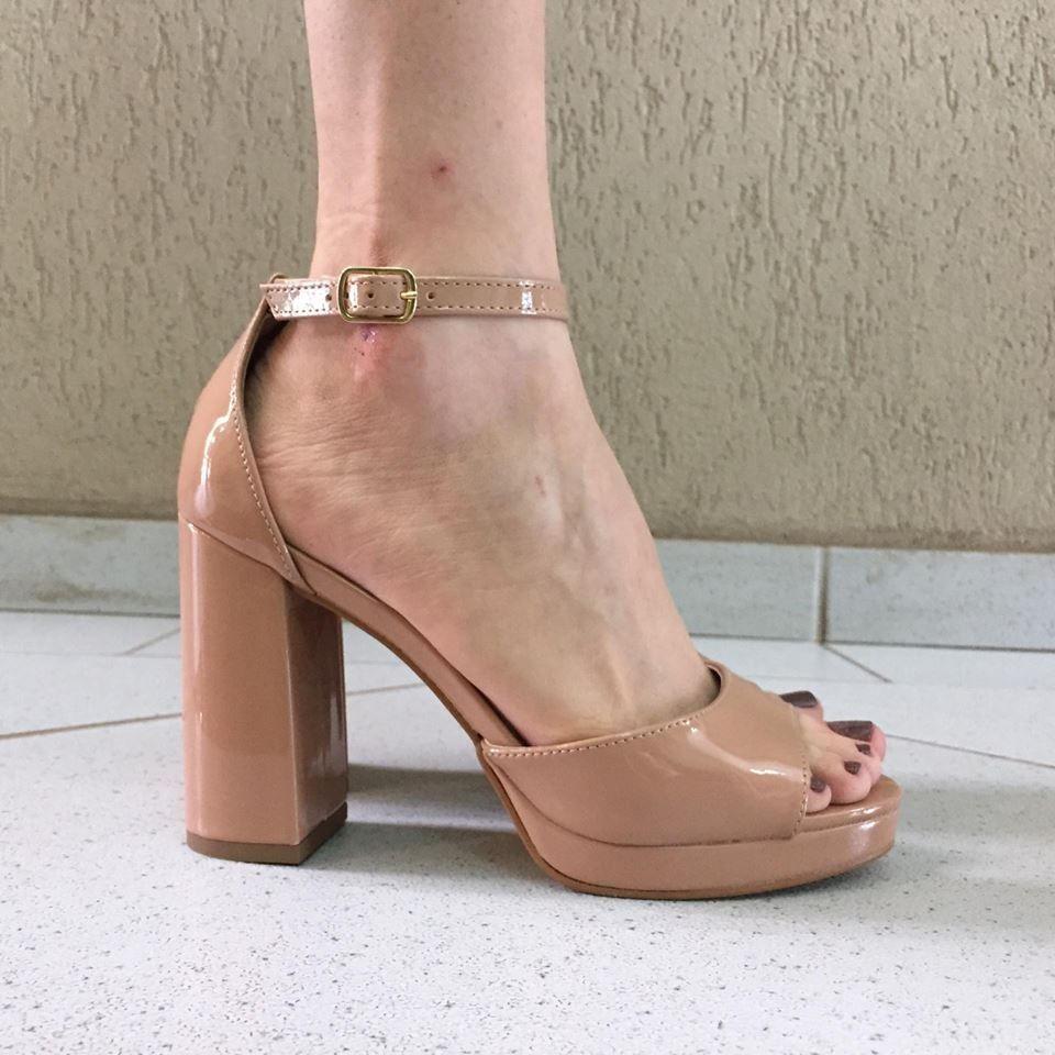 Sandália de Verniz Salto Médio Zatz