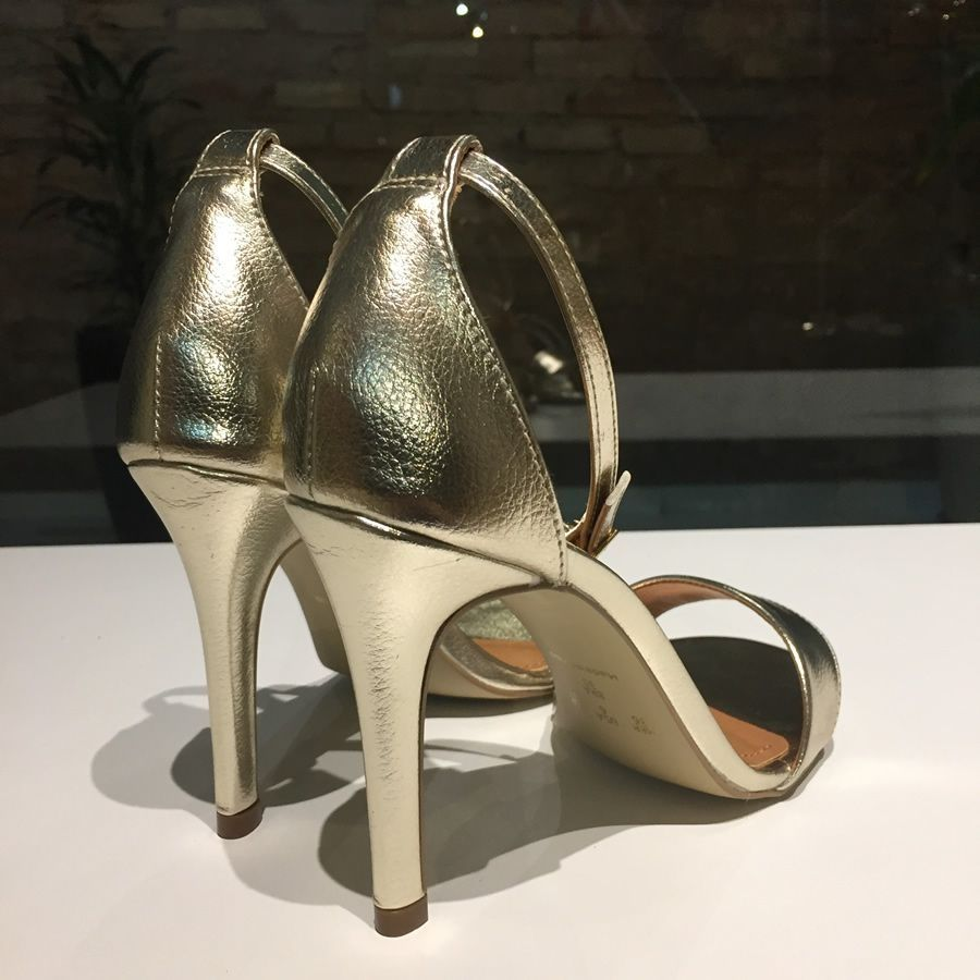 Sandália Dourada Salto Fino Offline