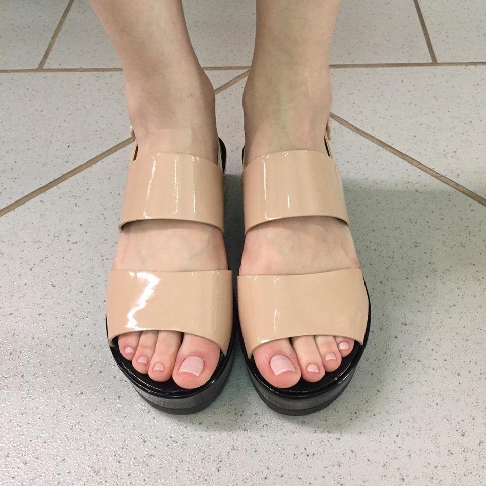 Sandália Flatform de Verniz Nude com Salto Preto Lia Line