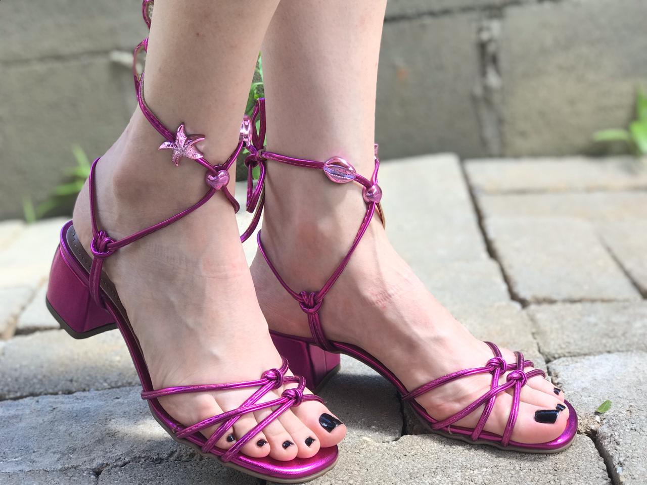 Sandália Metalizada Pink com Amarração Suzana Santos