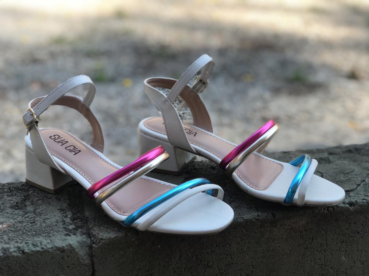Sandália Off com Tiras Metalizadas Sua Cia