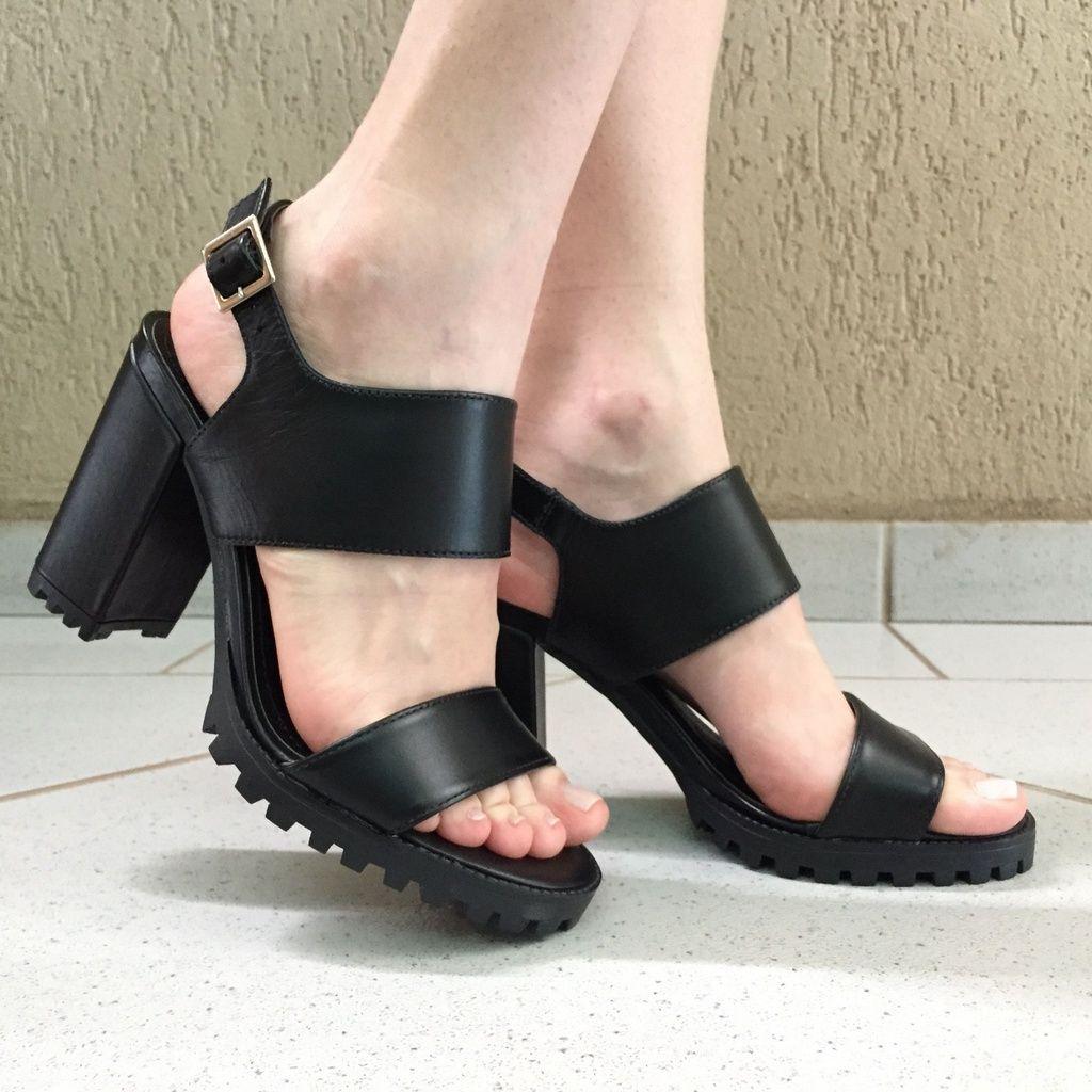 Sandália Preta com Salto Tratorado Lia Line