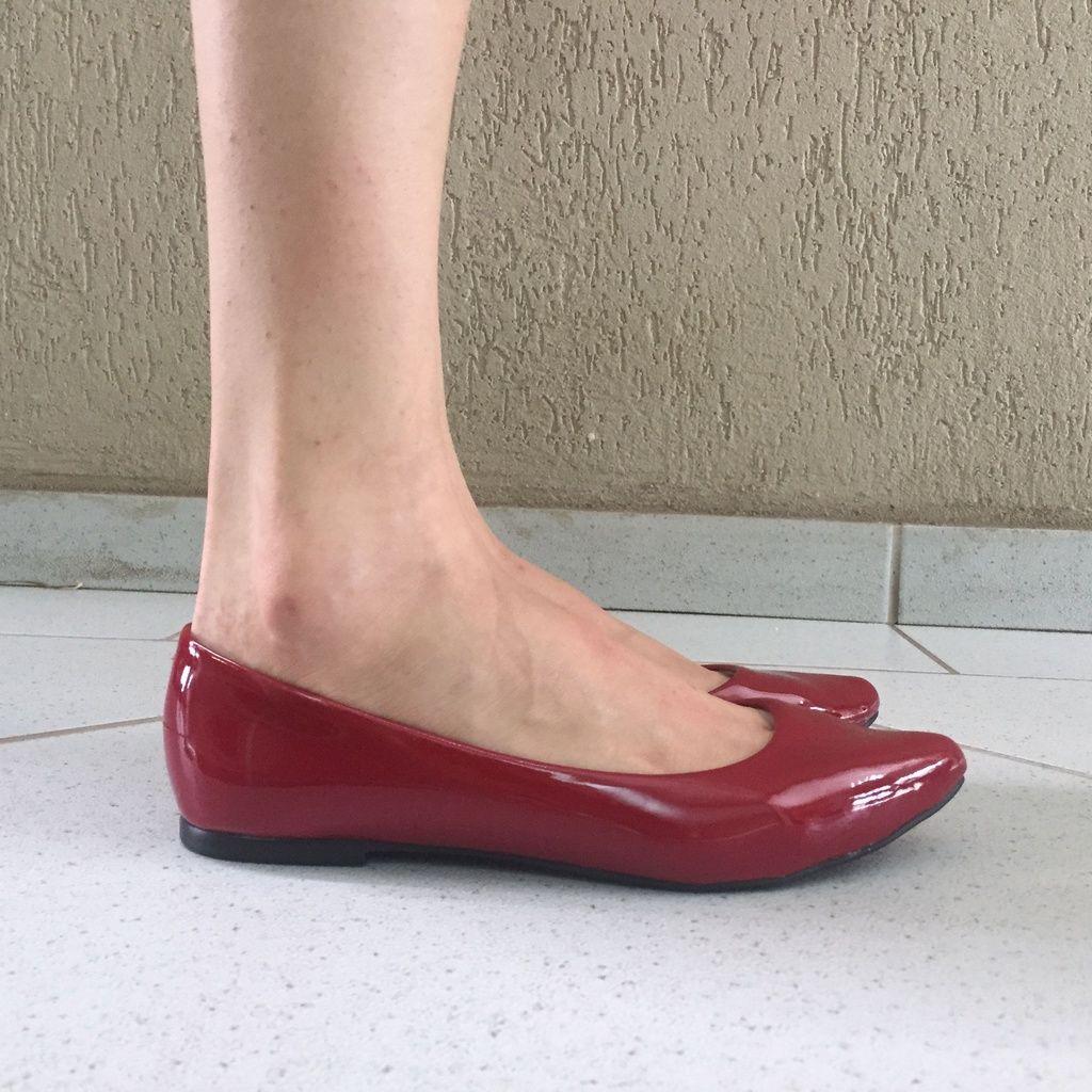 Sapatilha Bico Fino de Verniz Vermelho Sua Cia